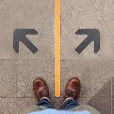 تصمیم در دو راهی